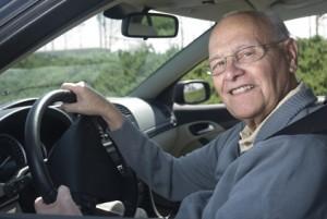 Die Einnahme von Medikamenten und der Krankheitsverlauf schränken die Fahrtüchtigkeit bei Parkinson zunehmend ein.